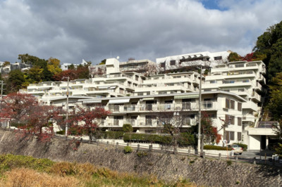芦屋川沿いの景色を眺めながら、ゆったりとした時間。