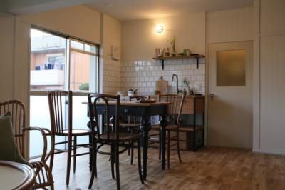古き良きアパートにあう、ぬくもりを感じるお部屋。